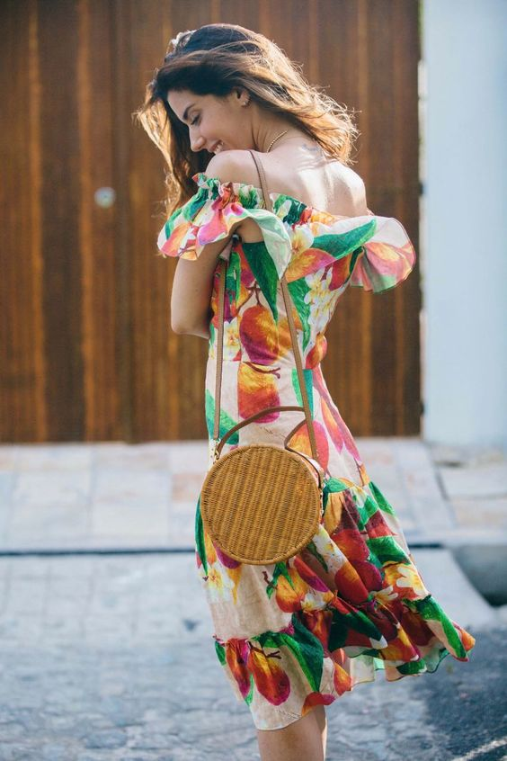 como usar bolsa de palha redonda tendencia moda verao 2018