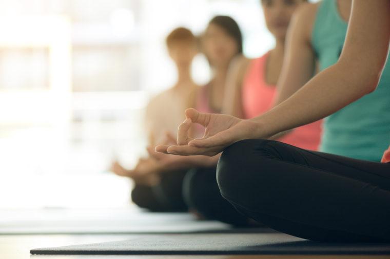 benefícios do yoga e da meditacao para iniciantes